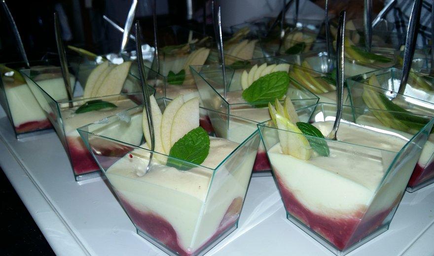 Le dessert du banquet espiègle : Tiramisu framboise/Clairette préparé par Yannick Marcon